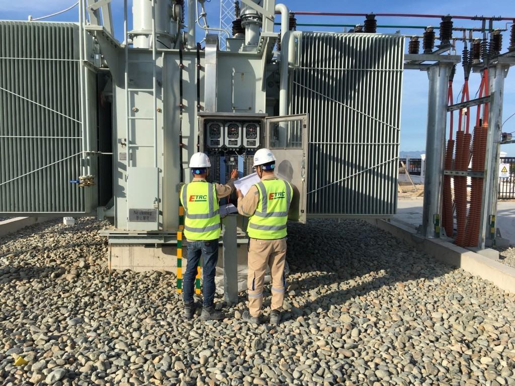 Đội nhị thứ kiểm tra phần mạch tại tủ điều khiển tại chỗ máy biến áp