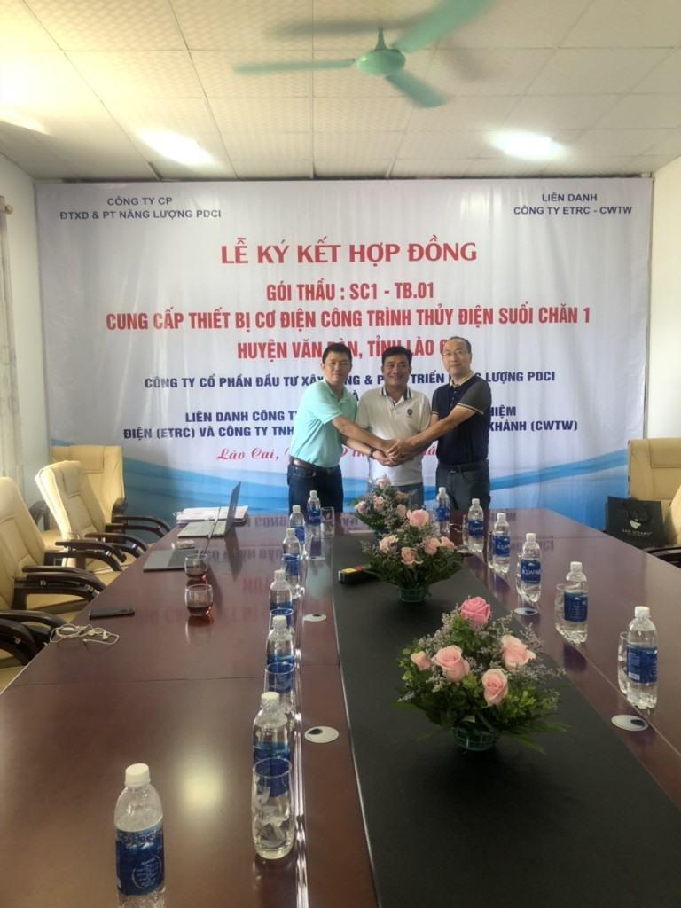 Hình ảnh lễ ký kết hợp đồng tổng thầu gói thầu SC1-TB.01 năm 2018 giữa CĐT và Liên danh nhà thầu ETRC-CWTW